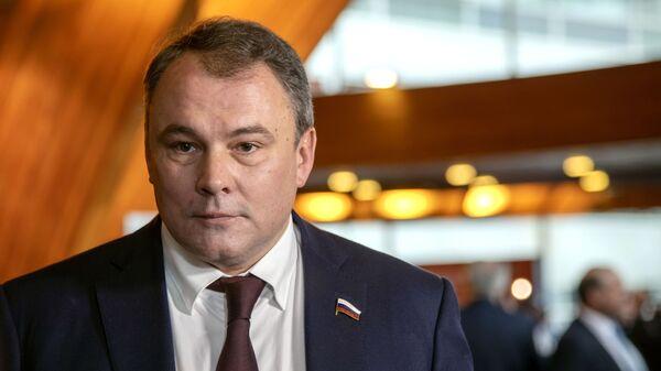 Заместитель председателя Государственной Думы РФ Петр Толстой - Sputnik Azərbaycan