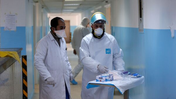 Медицинские работники исследуют вакцину против нового коронавируса - Sputnik Azərbaycan
