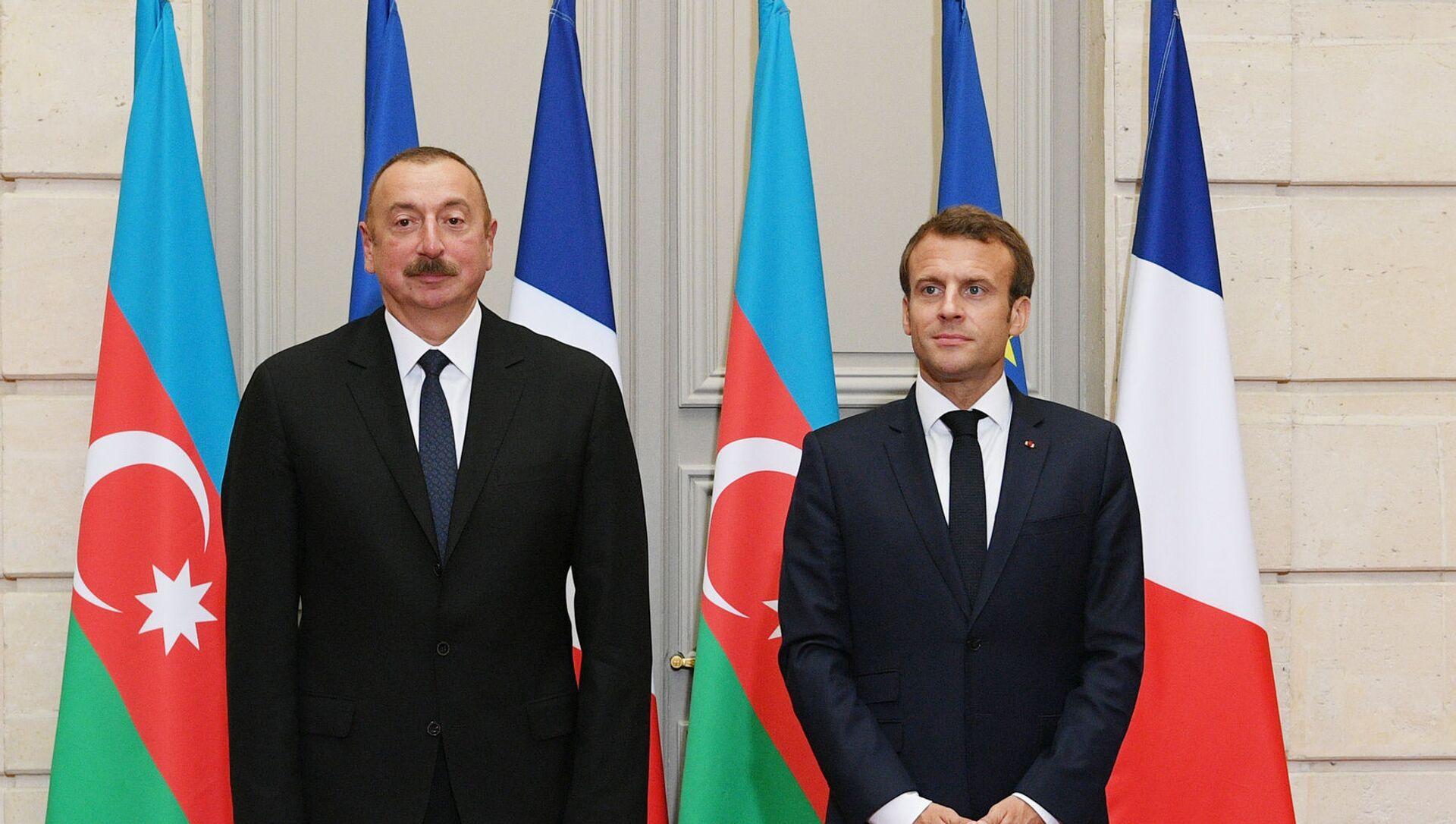 Президент Азербайджана Ильхам Алиев и Президент Франции Эммануэль Макрон - Sputnik Азербайджан, 1920, 05.08.2021