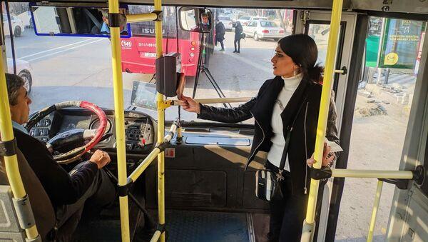 Платежный терминал в автобусе, фото из архива  - Sputnik Азербайджан