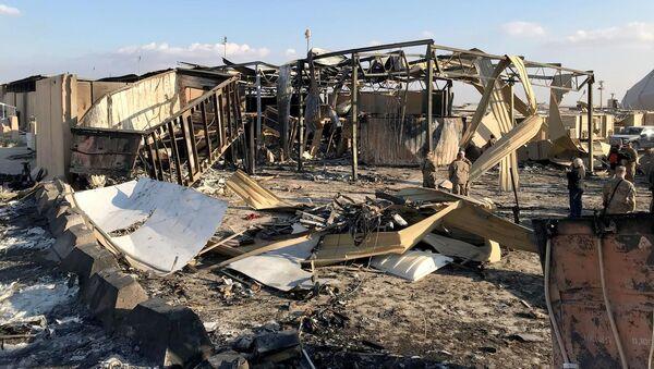 Последствия ракетного удара по авиабазе в Ираке, фото из архива - Sputnik Azərbaycan