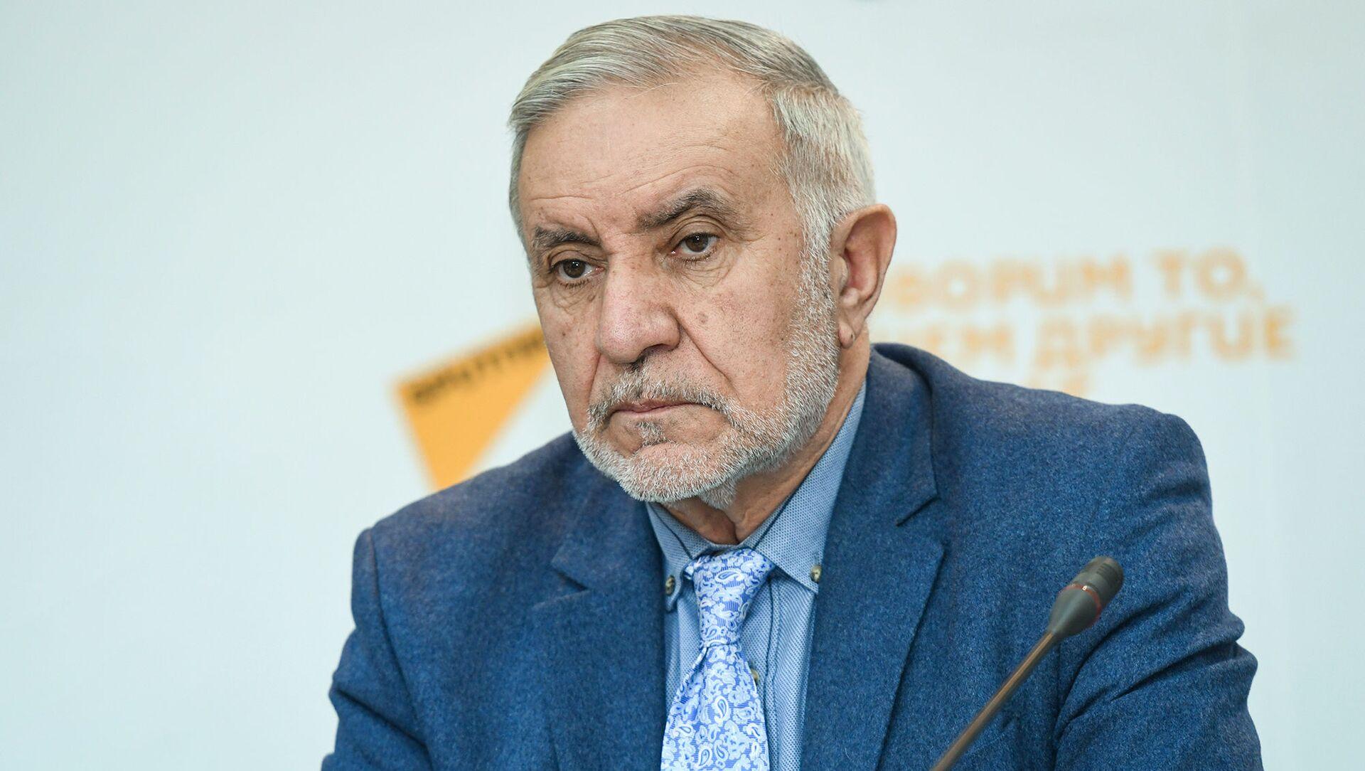 Председатель Союза свободных потребителей Азербайджана Эйюб Гусейнов - Sputnik Азербайджан, 1920, 28.06.2021