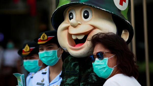 Военные медработники в торговом центре Бангкока - Sputnik Азербайджан