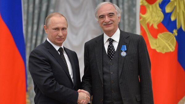 Президент России Владимир Путин (слева) и посол Азербайджана в РФ Полад Бюль-Бюль оглы - Sputnik Азербайджан