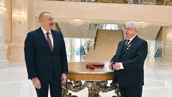 Президент Ильхам Алиев вручил Михаилу Гусману орден «Шараф» - Sputnik Азербайджан