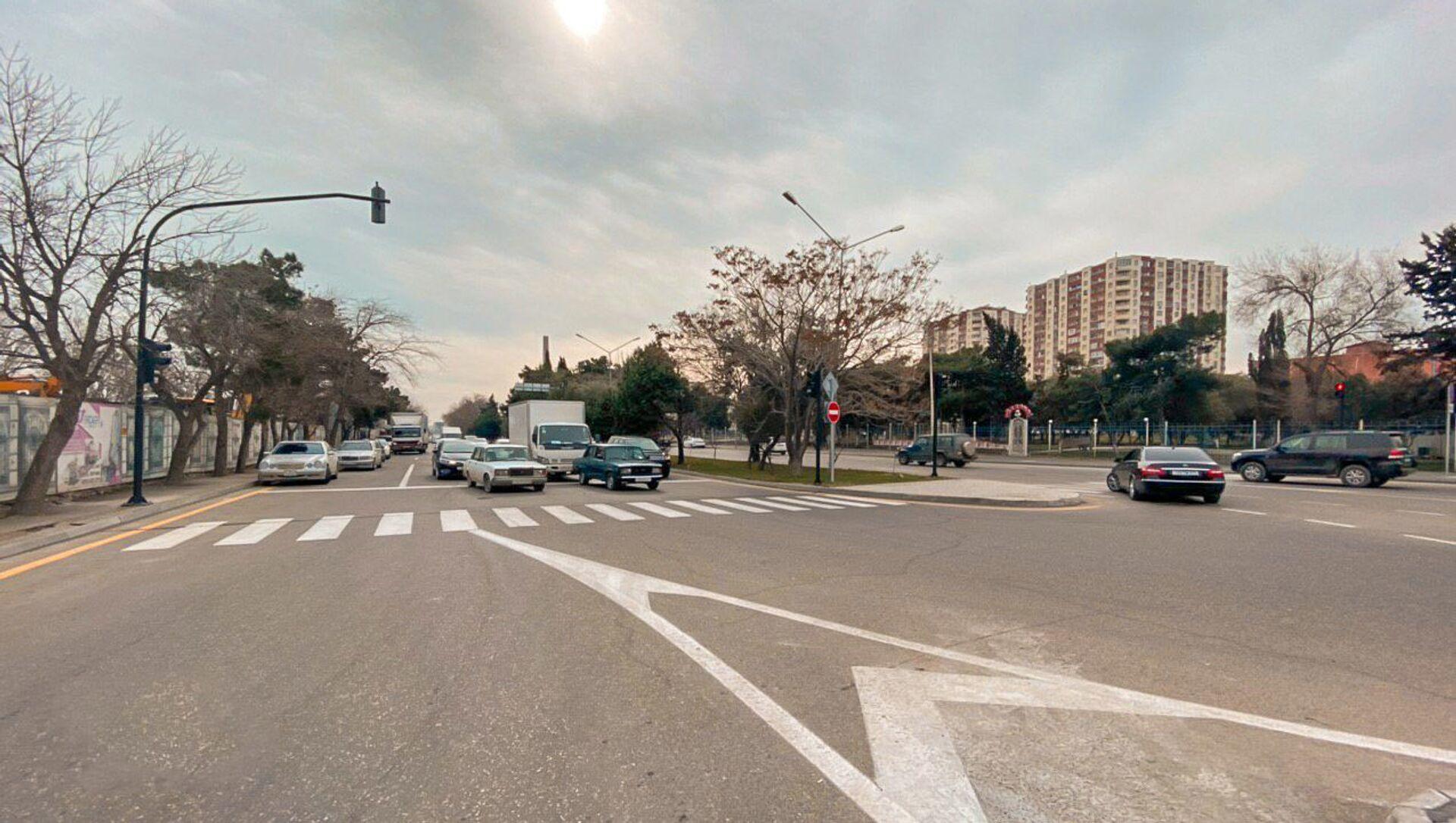 Новый светофор на улицах Ахмада Раджабли и Джафара Хандана  - Sputnik Азербайджан, 1920, 22.09.2021