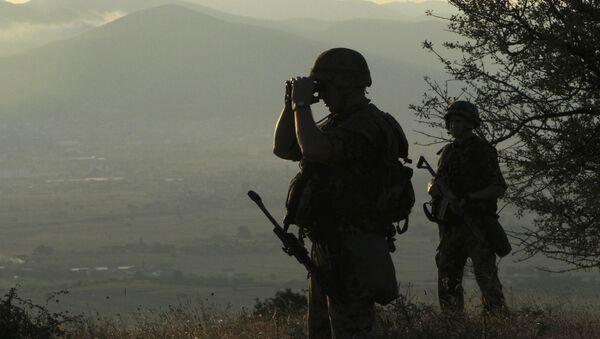 Военнослужащие на границе, фото из архива - Sputnik Азербайджан
