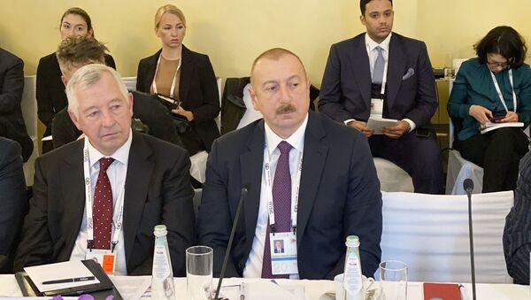 Президент Ильхам Алиев принял участие в круглом столе на тему «Энергетическая безопасность» - Sputnik Азербайджан