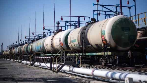 Цистерны на нефтебазе, фото из архива - Sputnik Азербайджан