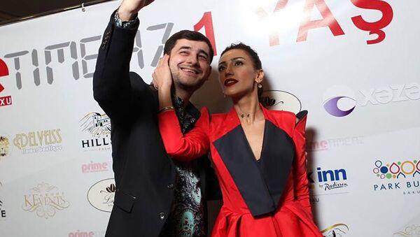 Народная артистка Азербайджана Ройа Айхан с коллегой Яшаром Джалиловым - Sputnik Азербайджан