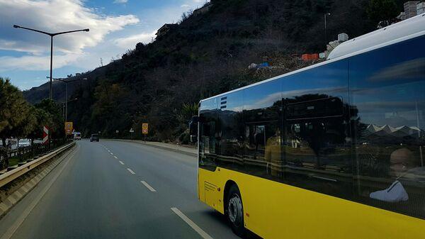 Автобус на дороге, фото из архива - Sputnik Азербайджан