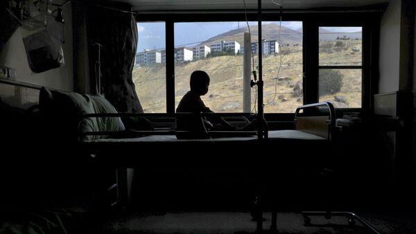 Ребенок в больнице, фото из архива - Sputnik Азербайджан