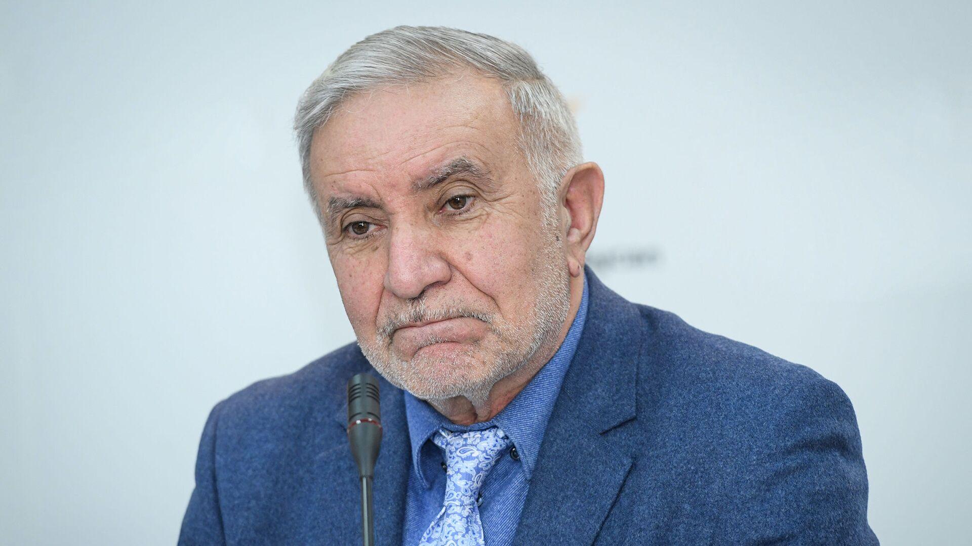 Председатель Союза свободных потребителей Эюб Гусейнов - Sputnik Azərbaycan, 1920, 27.09.2021