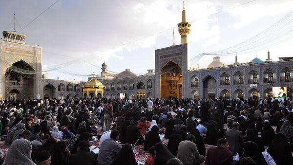 Мусульманские паломники в иранском городе Мешхед, фото из архива - Sputnik Азербайджан