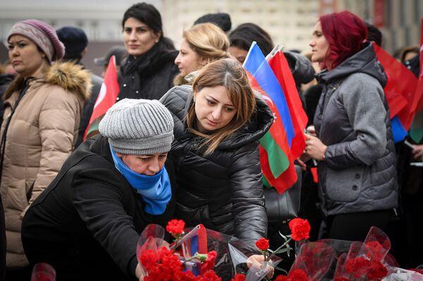 Церемония почтения памяти жертв Ходжалинской трагедии  - Sputnik Азербайджан