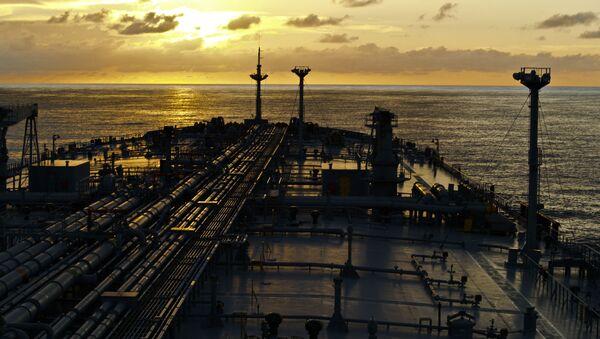 Нефтяной танкер в открытом море - Sputnik Азербайджан