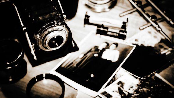 Старинные фотокамера и фотографии - Sputnik Азербайджан