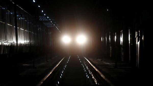 Поезд в тоннеле, фото из архива - Sputnik Азербайджан