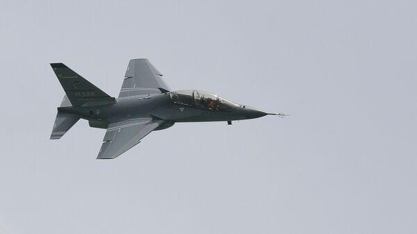 Учебно-боевой самолет M 346  итальянской фирмы Aermacchi - Sputnik Азербайджан