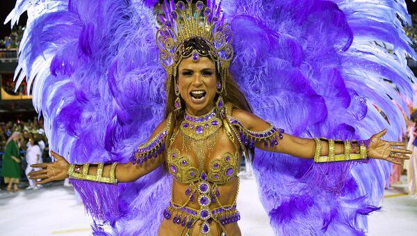 Участница Бразильского карнавала в Рио-де-Жанейро - Sputnik Азербайджан