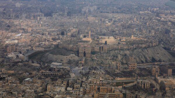 Вид на город Алеппо с самолета - Sputnik Азербайджан