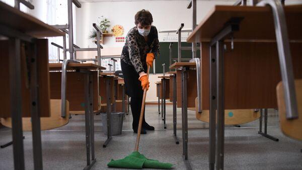 В школах Забайкалья прекращены занятия после выявления в регионе коронавируса - Sputnik Азербайджан