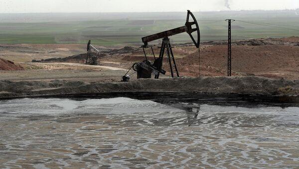 Нефтяная вышка в Сирии, фото из архива - Sputnik Azərbaycan