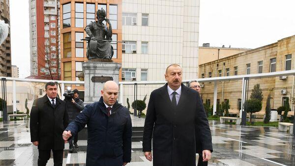 Президент Ильхам Алиев посетил перенесенный памятник шаху Исмаилу Хатаи - Sputnik Азербайджан