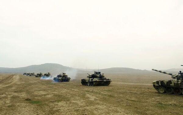 Привлеченные к учениям войска направляются в районы оперативного предназначения - Sputnik Азербайджан