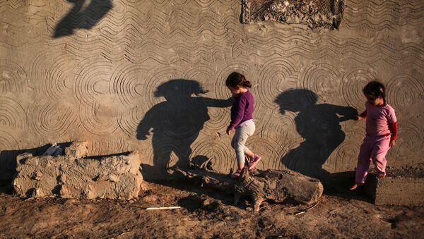 Дети, фото из архива - Sputnik Azərbaycan
