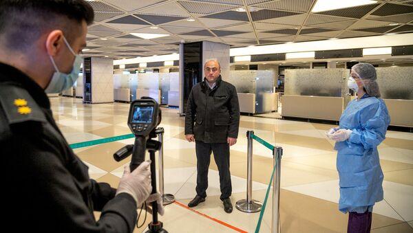Ситуация в связи с эпидемиологической обстановкой в Бакинском аэропорту - Sputnik Азербайджан