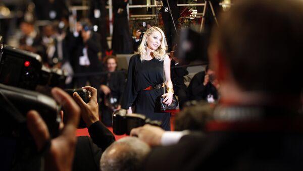 Итальянская актриса Орнелла Мути на 63-м Каннском кинофестивале - Sputnik Азербайджан