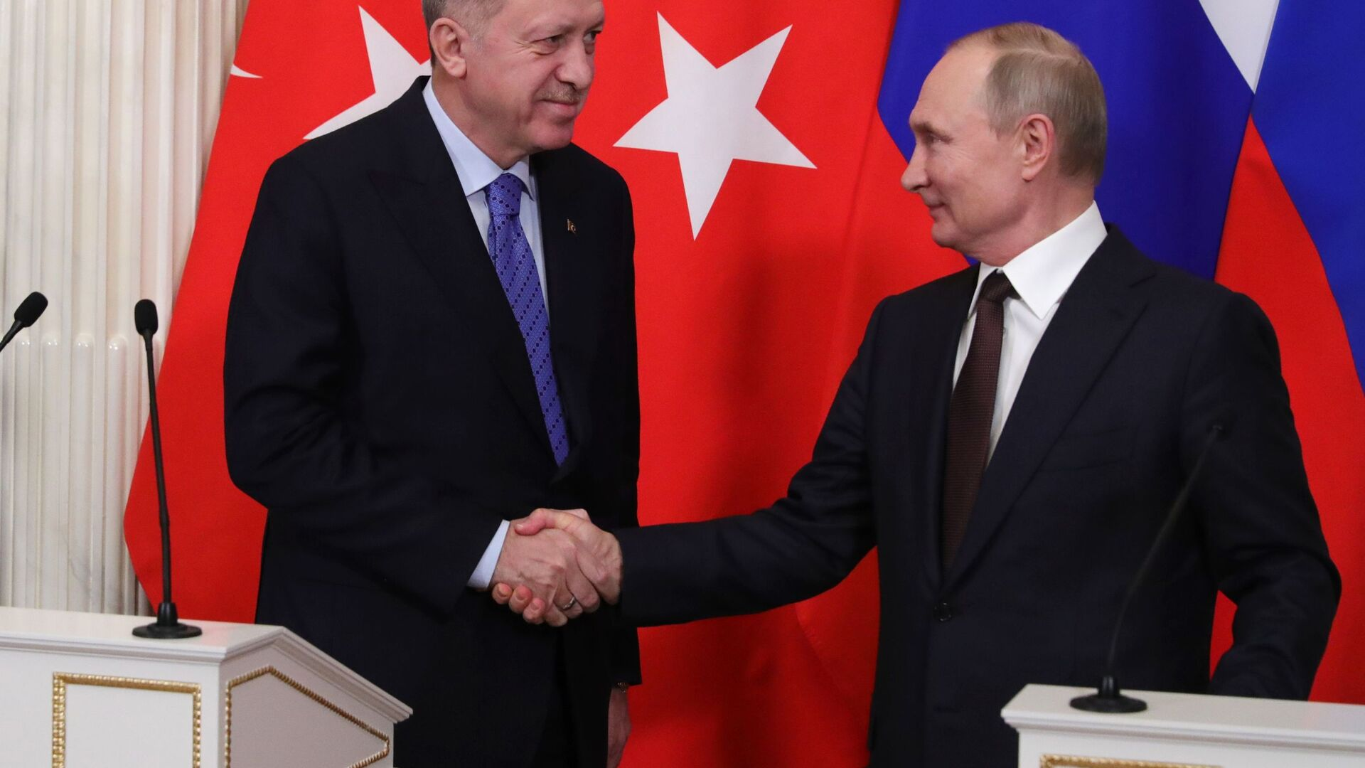 Президент РФ Владимир Путин и президент Турции Реджеп Тайип Эрдоган ( слева) - Sputnik Azərbaycan, 1920, 21.09.2021