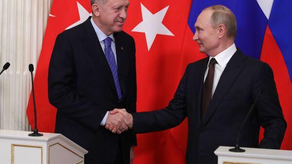 Президент РФ Владимир Путин и президент Турции Реджеп Тайип Эрдоган ( слева) - Sputnik Azərbaycan