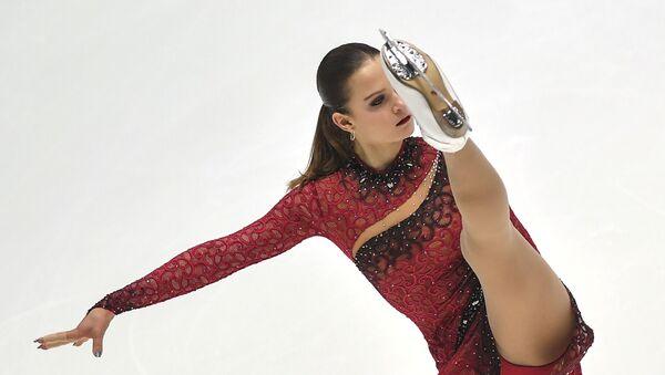 Екатерина Рябова (Азербайджан) выступает в короткой программе женского одиночного катания на чемпионате мира среди юниоров в Таллине - Sputnik Азербайджан