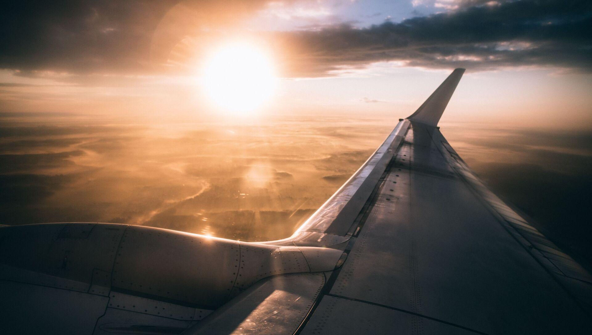 Самолет в небе, фото из архива - Sputnik Азербайджан, 1920, 25.05.2021