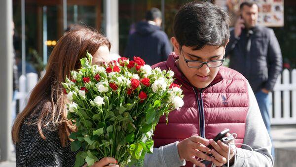 Празднование Международного женского дня в Баку, 8 марта 2020 года - Sputnik Азербайджан