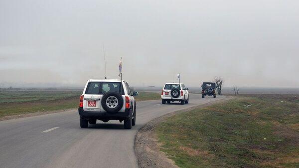 Автомобили ОБСЕ на линии соприкосновения, фото из архива - Sputnik Azərbaycan