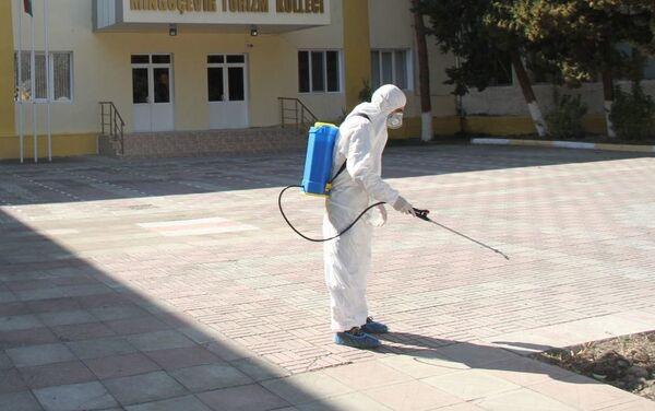 Дезинфекционные работы в Мингячевирском туристическом колледже - Sputnik Азербайджан