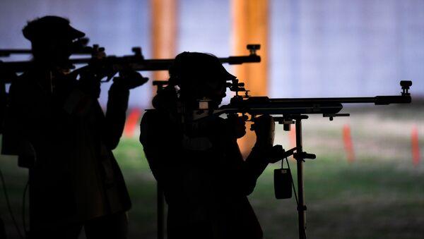 На соревнованиях по пулевой стрельбе, фото из архива - Sputnik Азербайджан