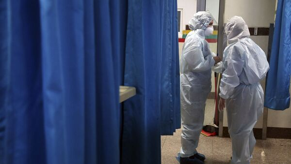 Медицинские работники в инфекционном отделение, фото из архива - Sputnik Азербайджан