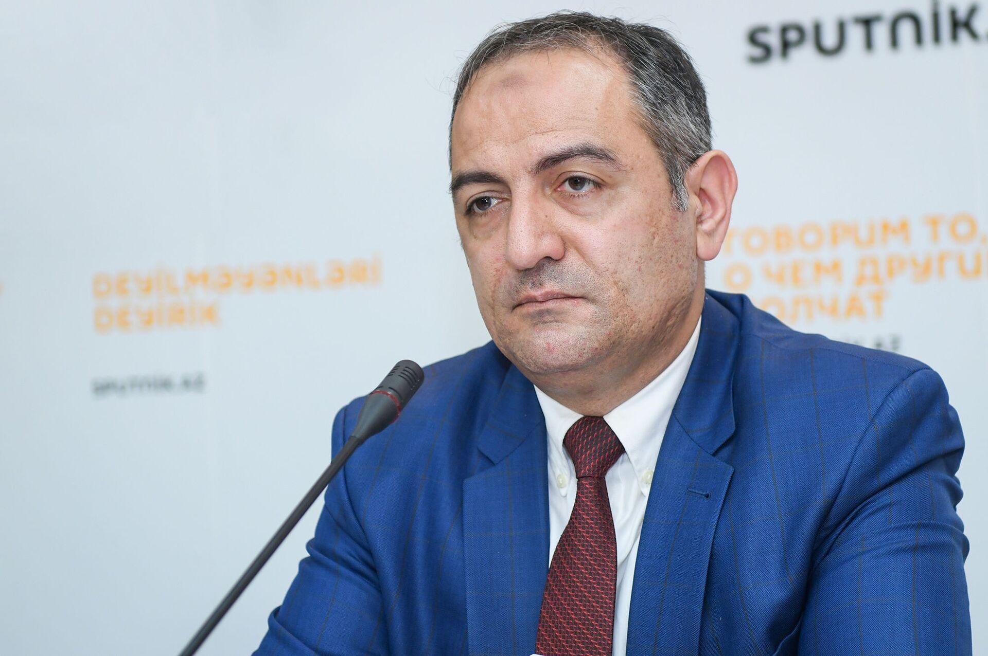 Председатель Центра изучения экономических ресурсов Руслан Атакишиев - Sputnik Азербайджан, 1920, 01.10.2021