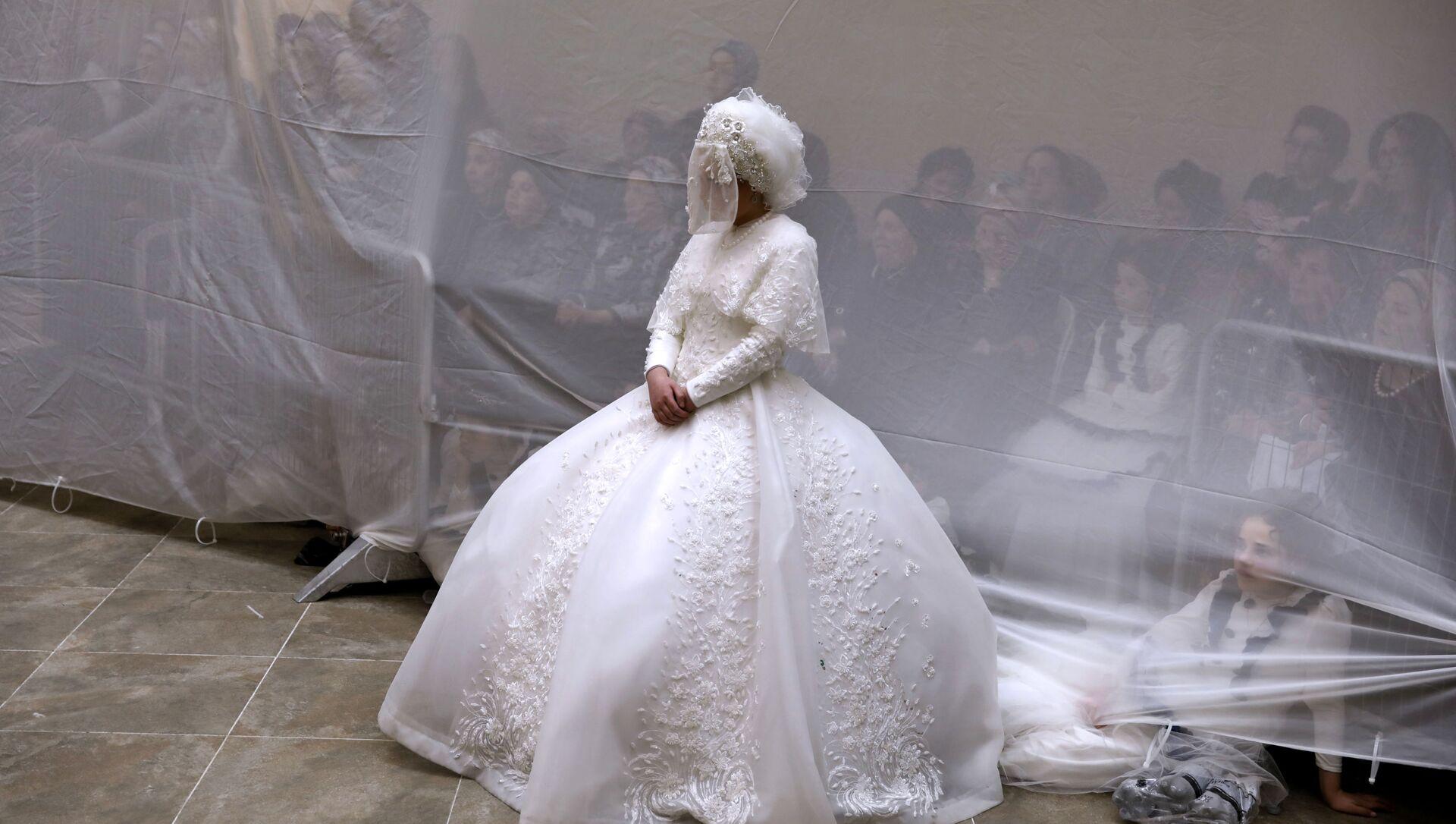 Невеста в свадебном платье, фото из архива - Sputnik Азербайджан, 1920, 10.06.2021