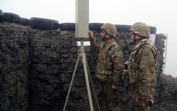 Закир Гасанов и Магеррам Алиев на линии фронта - Sputnik Азербайджан
