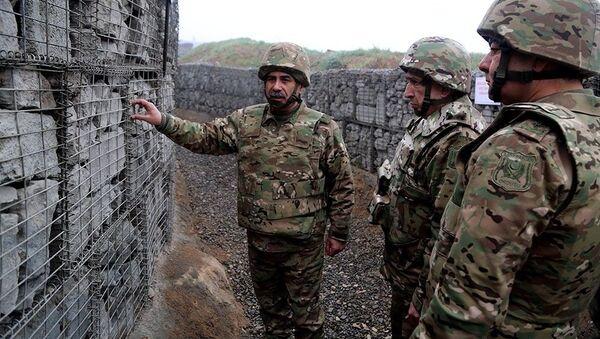 Müdafiə naziri general-polkovnik Zakir Həsənov və general-polkovnik Məhərrəm Əliyev ön xətdə - Sputnik Азербайджан