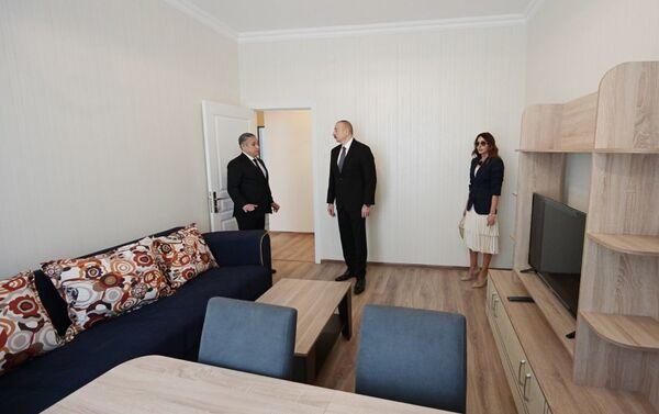 Президент Ильхам Алиев и Первая леди Мехрибан Алиева на открытии жилого комплекса в Говсане  - Sputnik Азербайджан
