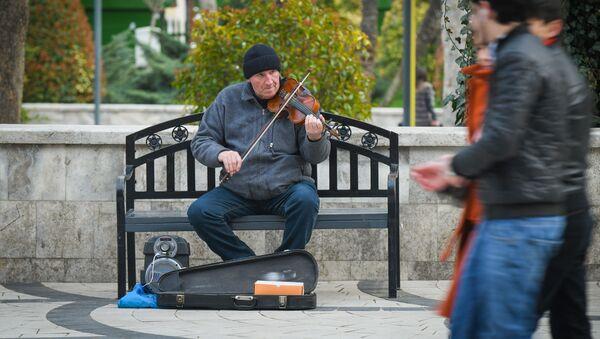 Уличный музыкант в Баку  - Sputnik Азербайджан