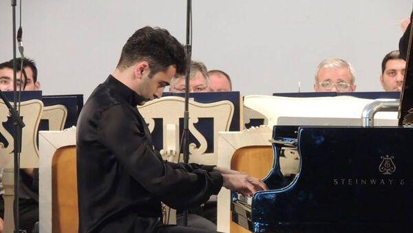 Азербайджанский пианист Эмин Зейналов  - Sputnik Азербайджан