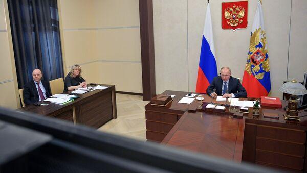 Президент РФ Владимир Путин во время саммита лидеров Большой двадцатки по коронавирусу в режиме видеоконференции - Sputnik Азербайджан