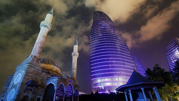 Вид на Пламенные башни в Баку - Sputnik Азербайджан